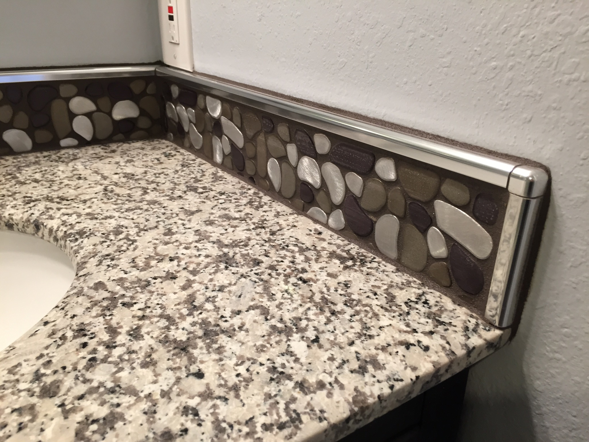 Aluminum Flat Pebble Bathroom Backsplash Clearwater